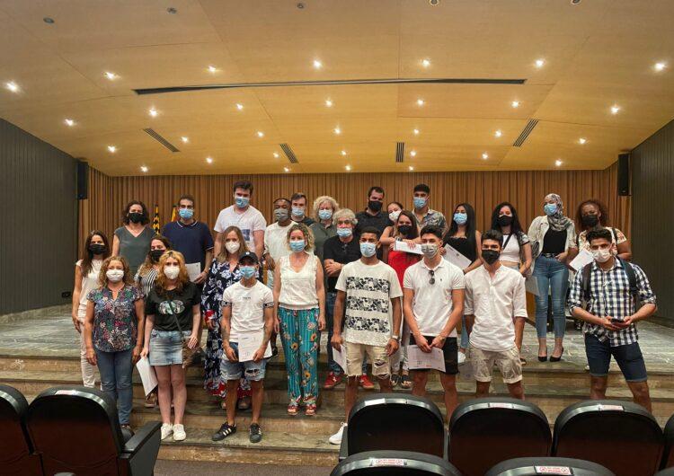 """Lliurament de diplomes als participants del projecte Singulars """"Som Joves"""""""