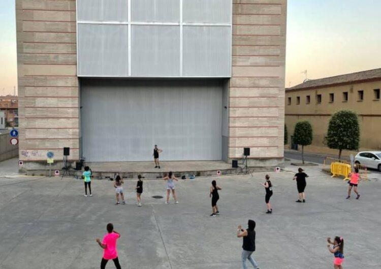 El taller de zumba inicia el programa Nits d'Estiu a Balaguer