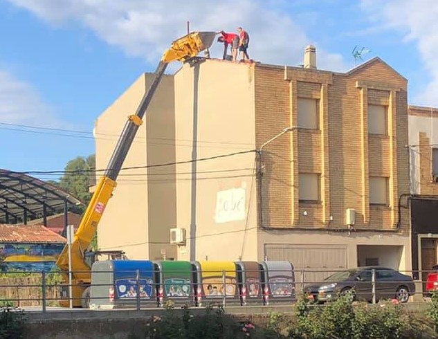 Arranjament de la teulada de l'Obrador del Sabó i la Cosmètica natural de Montgai