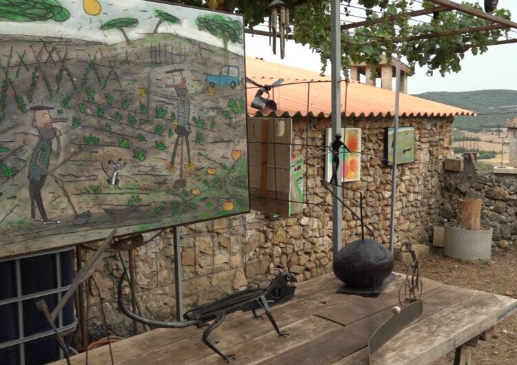 Antoni Camarasa torna a cultivar hortalisses i art al seu hort de Santa Linya