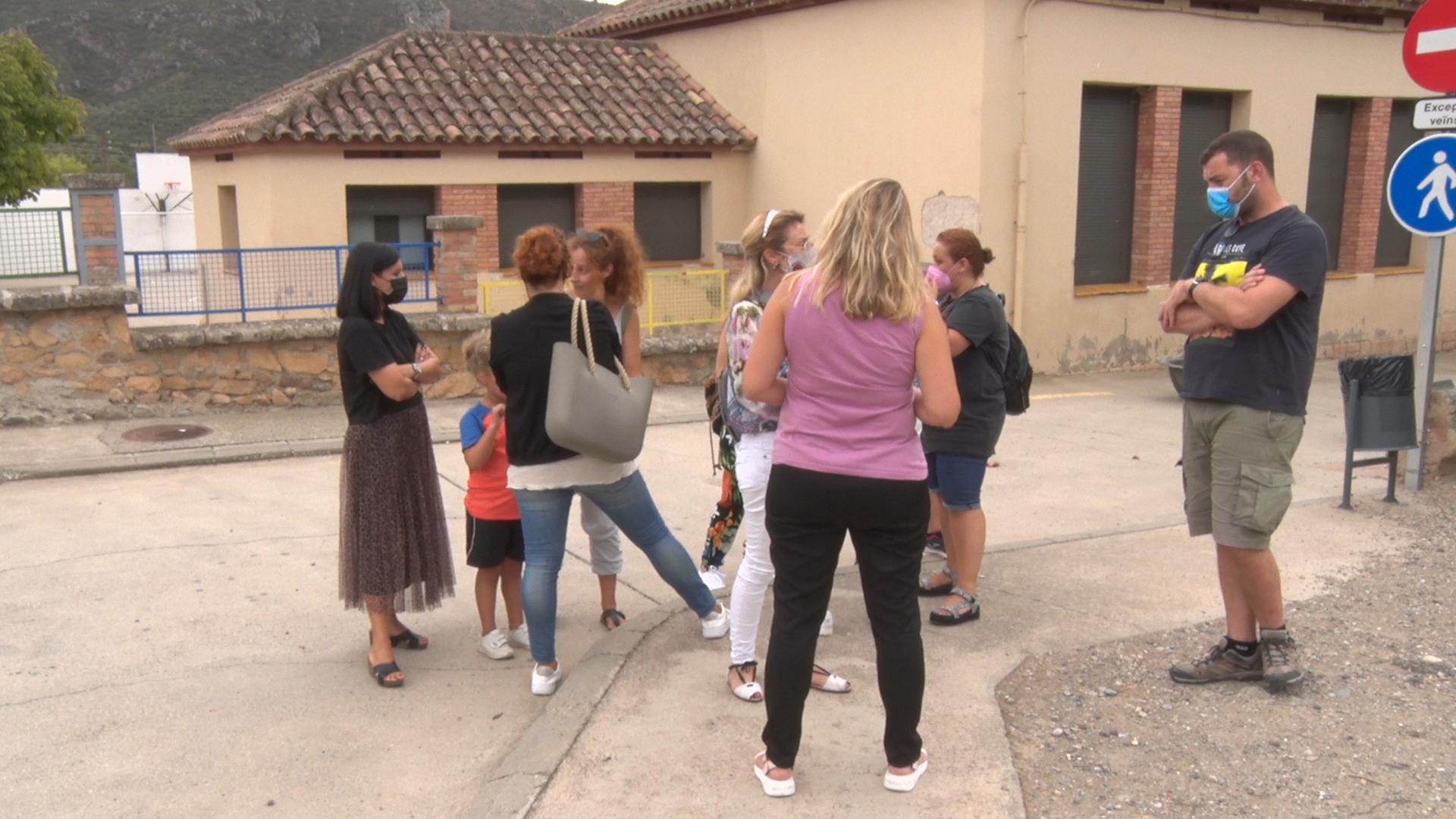 Famílies de Camarasa s'uneixen per reclamar solucions al problema de transport escolar