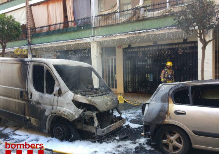 Calcinada una furgoneta al carrer Pare Sanahuja