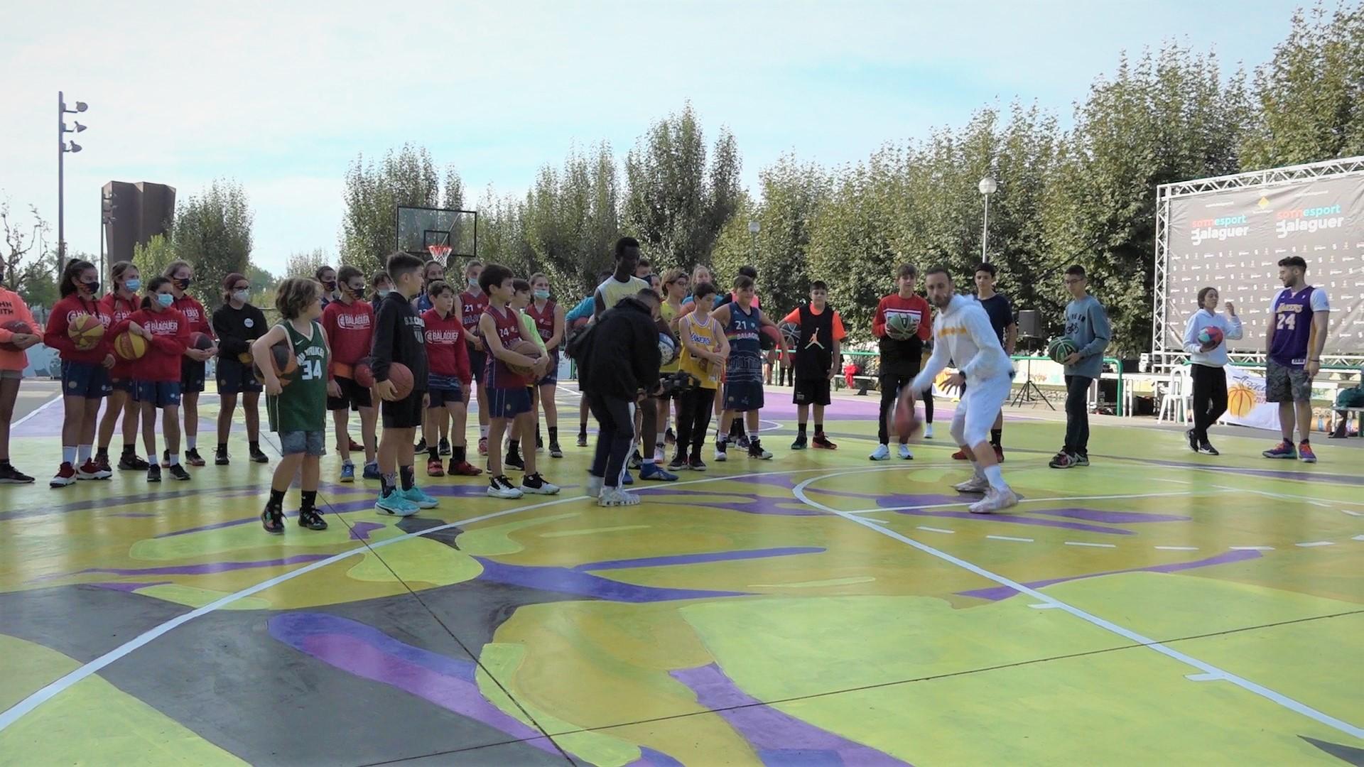 Clínic de Dario Naharro i Raquel Méndez per inaugurar la pista de Kobe Bryant a Balaguer